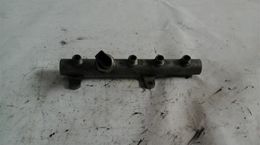 Rampa injectoare stg+senzor Audi Q7 an 2004-2011 cod 059130089AB
