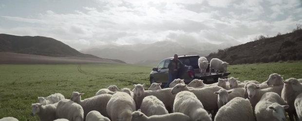 Reclama HONDA pentru Superbowl 2016: Camioneta cu boxe in bena si oile care canta
