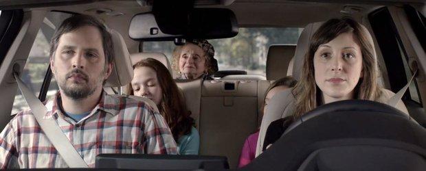 Reclama la BMW X5: bunicuta si amintirile legate de piele si dominare