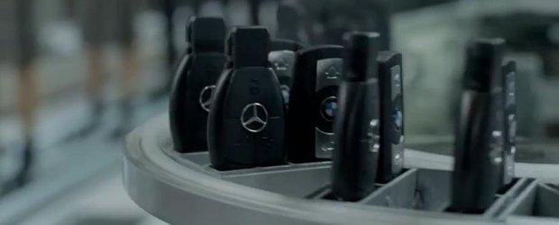 Reclama la Infiniti Q50 ironizeaza Mercedes si BMW