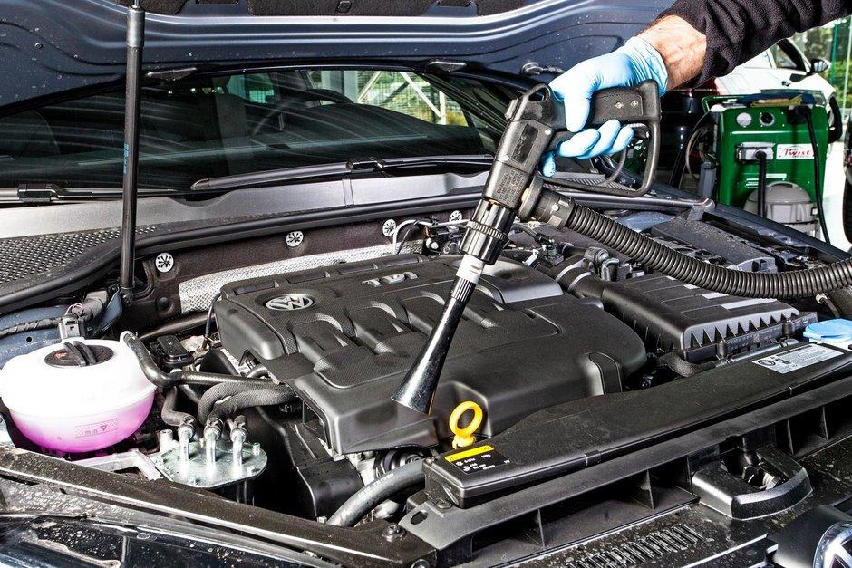 Recomandat sau de evitat: spalarea motorului masinii