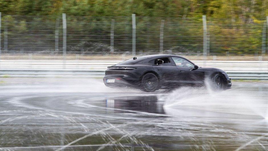 Record Porsche Taycan