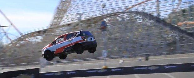 Recordul mondial de saritura cu spatele a unei masini a fost depasit!