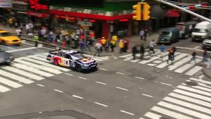 Red Bull Racing opreste la boxe... in Times Square