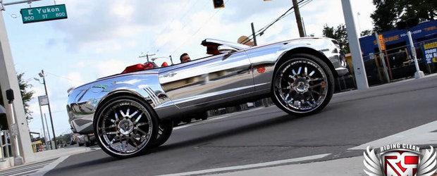 Regele kitschului intergalactic: Chevrolet Camaro cromat cu jante pe 32 inci