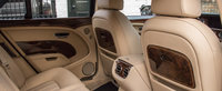 Regina Marii Britanii si-a scos la vanzarea vechea limuzina de lux. Masina din 2012 are motor V8 twin-turbo