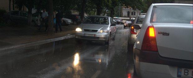 Reminder! Ploaia si masina - cum sa mergem cu masina pe timp de ploaie torentiala