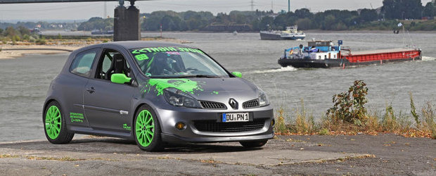 Renault Clio RS by CamShaft - Desfat cu stickere si cai putere