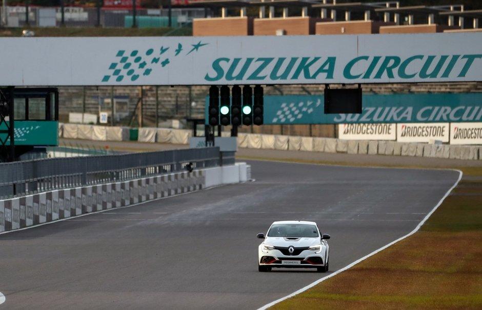 Renault Megane RS Trophy-R record pe Suzuka