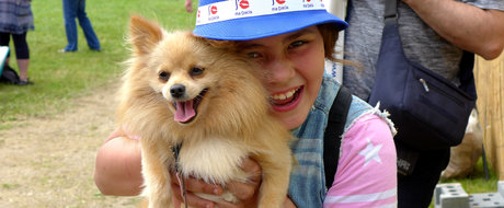 Reportaj din mijlocul fericirii: picnicul Dacia din Franta, un vis la 20.000 de leghe departare de Romania