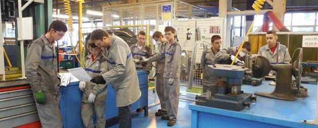 Respect Dacia! 42 de elevi se pregatesc sa devina sculeri-matriteri