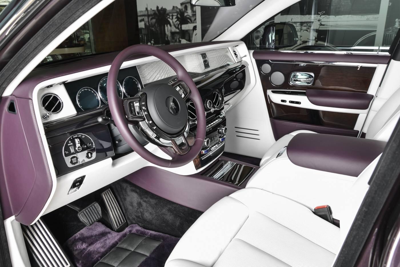 Rolls-Royce Phantom EWB din Abu Dhabi - Rolls-Royce Phantom EWB din Abu Dhabi