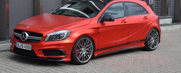 Rosul (cro)mat pare sa fie culoarea ideala pentru Mercedes-ul A45 AMG