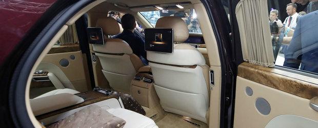 Rusii au scos limuzina care se bate cu Maybach si Rolls-Royce. Toata lumea a innebunit cand a vazut cum arata cabina