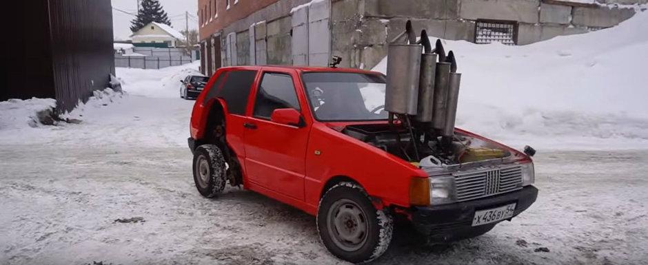 Rusii nu se potolesc. Acum au montat patru tobe de esapament unui Fiat Uno, cate una pe fiecare cilindru