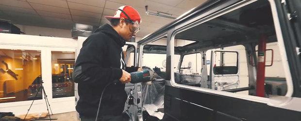 S-a filmat in timp ce taia cu flexul acoperisul masinii sale de un sfert de milion de €. VIDEO VIRAL