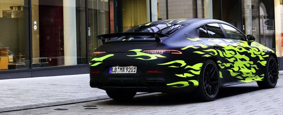 S-au inghesuit sa o pozeze. Mercedes si-a scos noua masina pe strazi cu o grafica speciala a la Need for Speed