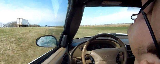 Sa lesini in timp ce conduci nu este foarte amuzant...