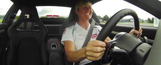 Sabine Schmitz se arata incantata de noul Porsche 991 GT3