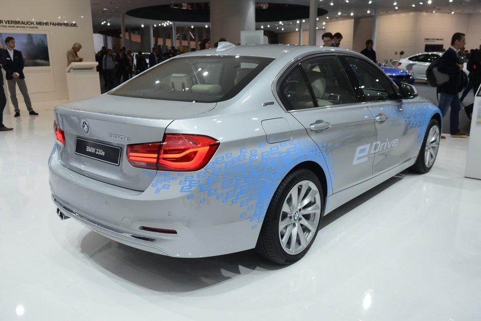 Salonul Auto de la Frankfurt 2015: BMW 330e