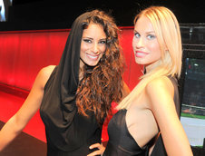 Salonul Auto de la Paris 2012: Prezentele feminine care dau savoare show-ului