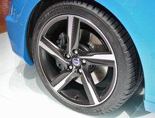 Salonul Auto de la Paris 2012: Volvo V40 R-Design