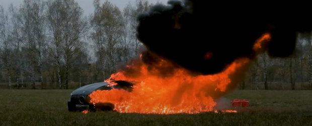 Satul de cati bani a cheltuit pe reparatii, un rus si-a dat foc la masina: un Mercedes-AMG GT 63 S aproape nou