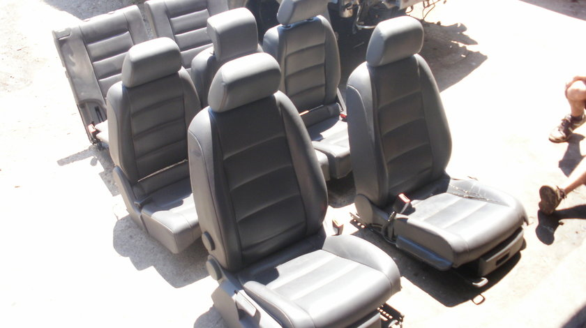 Scaune piele pe negru VW Touran 7 buc