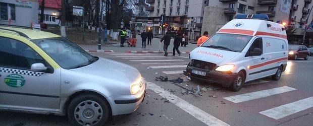 Schimbare de lege: Soferii care nu dau prioritate la Ambulante, Politie si Pompieri vor face puscarie