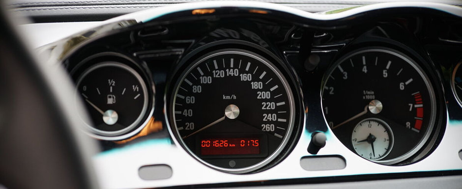 Scos din capsula timpului si pus la vanzare pe internet: BMW-ul din 2002 cu 1.626 kilometri la bord