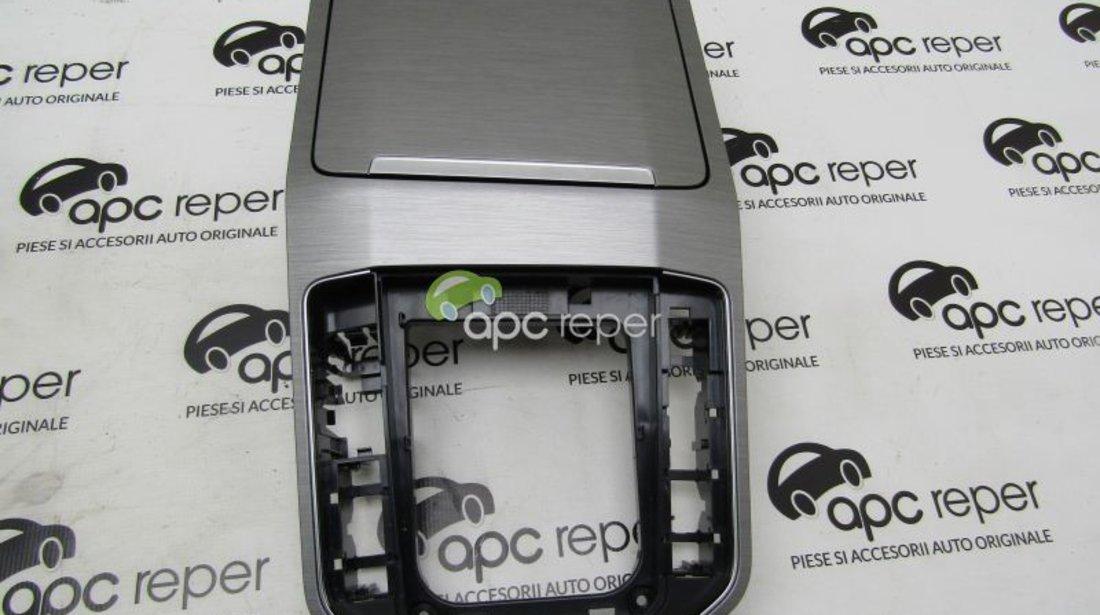 Scrumiera fata + consola centrala VW Golf Sportvan 1.6 TDI , cod motor CRK -2015 cod 517863284A