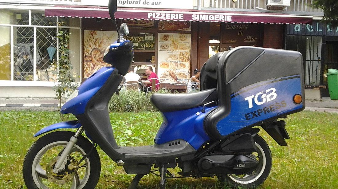 Scutere curierat livrari pizza TGB Express