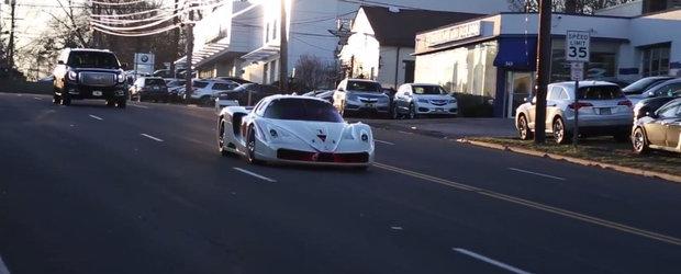 Se intampla in America: Un Ferrari de curse da buzna... pe drumurile publice