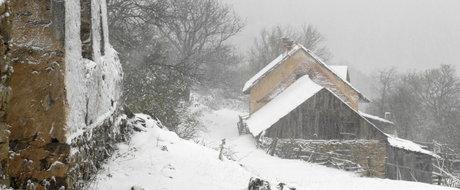 Secretele Romaniei: satul-fantoma Lindenfeld, cu case inca mobilate si lucruri parasite