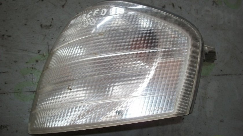 Semnalizare fata stanga Mercedes Benz C (W202)