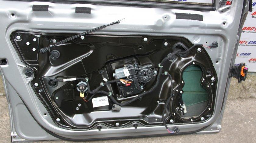 Senzor impact usa stanga fata VW Passat B7 cod: 3AA959354 model 2012