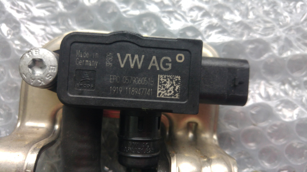 Senzor presiune cu conducte combustibil 2.0 gti tfsi tsi dkz vw polo 8z arteon audi a3 8v seat ateca 057906051