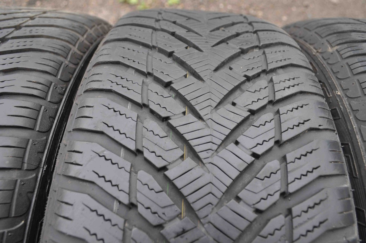 SET 4 Anvelope Iarna 205/50 R17 GOODYEAR EAGLE ULTRA GRIP GW-3 RUNFLAT