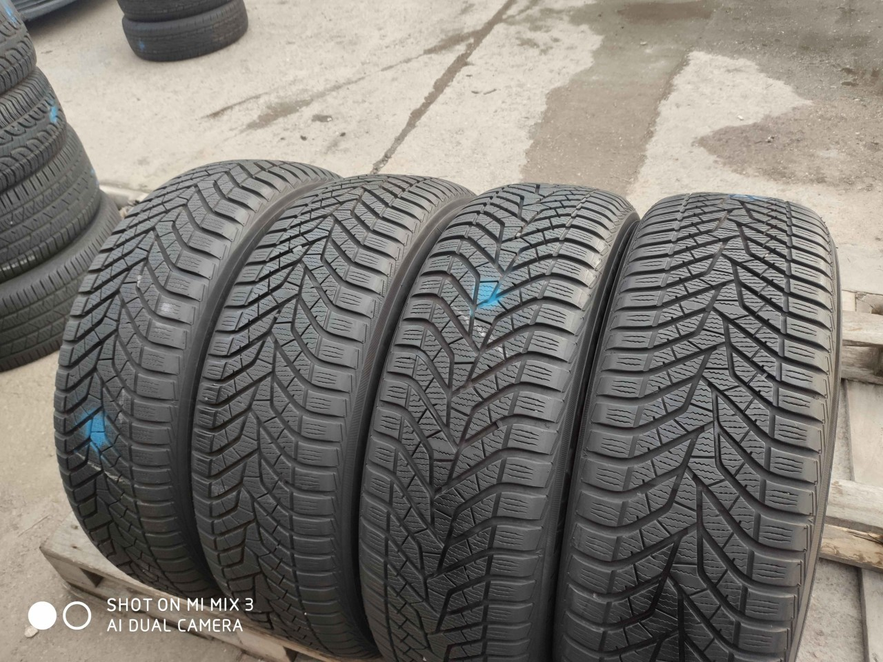 SET 4 Anvelope Iarna 225/60 R18 YOKOHAMA BluEarth Winter V905 100V DOT 2017