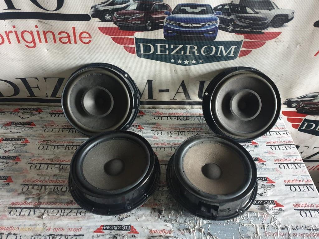 Set boxe originale fata + spate VW Polo 9N Facelift coduri : 1P0035411 / 5P0035411A