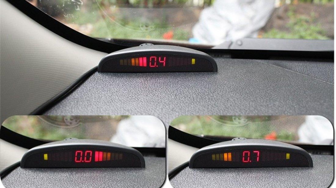 Set senzori de parcare cu afisaj si semnal acustic fata-spate cu 8 senzori Carguard SP005