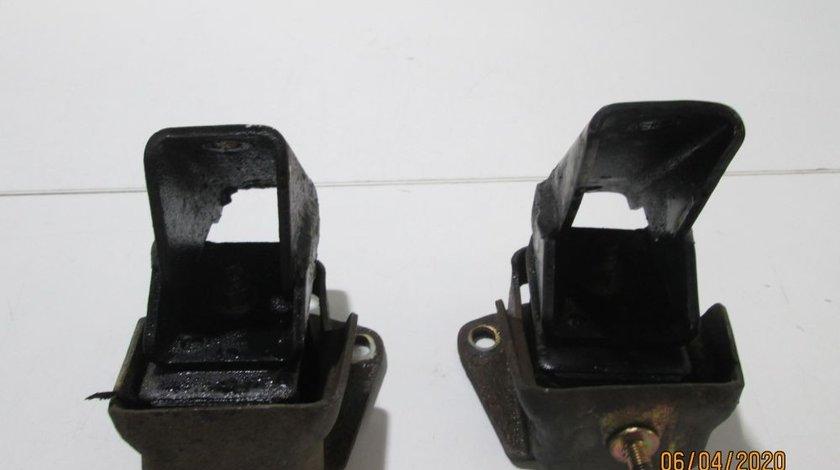 Set tampoane motor Mitsubishi Pajero an 2000-2001-2002-2003-2004-2005-2006-2007 cod MR210868