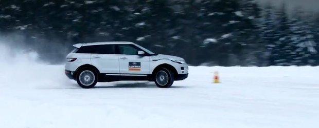 Sfaturi de mers pe zapada de la Land Rover