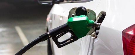 Sfaturi pentru soferii romani: Cum se conduce corect o masina pe benzina?