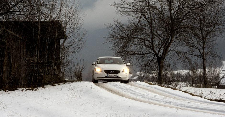 Sfaturile expertilor: Tactici de condus pe vreme rea