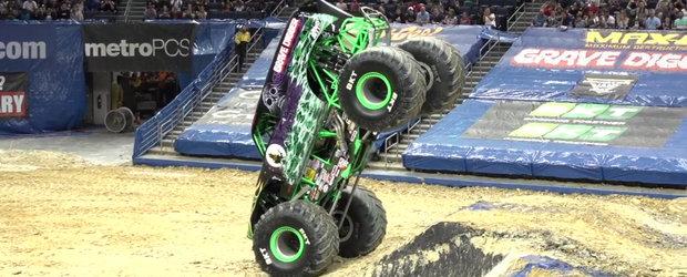 Sfideaza toate legile fizicii. Monster Truck-ul ASTA face niste lucruri pe care nu ar trebui sa le poata face