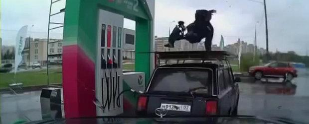Show la benzinarie: Cum se alimenteaza o masina in Rusia