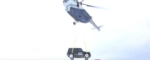 Si-a aruncat masina, un G63 AMG, din elicopter. Clipul a devenit rapid VIRAL