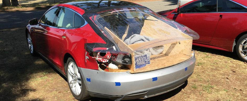 Si-a reparat masina de lux in spatele curtii. Cum arata acum automobilul care costa zeci de mii de dolari de nou