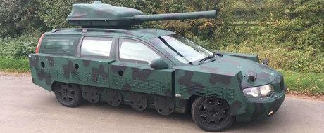 Si-a transformat masina in tanc, apoi a scos-o la vanzare. Cat spera sa obtina pe ea